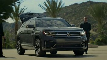 2020 Volkswagen Atlas Cross Sport TV Spot, 'The Celebrity Lifestyle' [T1] - Thumbnail 1