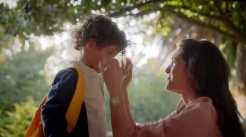 Kleenex TV Spot, 'Happy Tears and First Day Fears' - Thumbnail 5