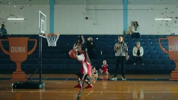 Yoplait TV Spot, '¡Es Yoplaitime!: Dunk' [Spanish] - Thumbnail 5