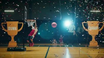 Yoplait TV Spot, '¡Es Yoplaitime!: Dunk' [Spanish] - Thumbnail 6