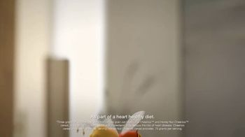 Honey Nut Cheerios TV Spot, 'House Visit' Featuring Leslie David Baker - Thumbnail 2