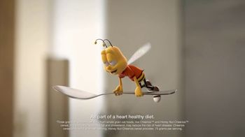 Honey Nut Cheerios TV Spot, 'House Visit' Featuring Leslie David Baker - Thumbnail 3