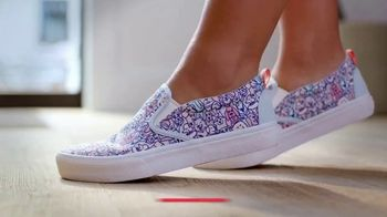 Bobs From SKECHERS TV Spot, 'Raise Your Paws' - Thumbnail 9