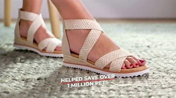 Bobs From SKECHERS TV Spot, 'Raise Your Paws' - Thumbnail 8