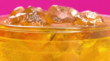 Dunkin' Refreshers TV Spot, 'Refrescantes' [Spanish] - Thumbnail 2