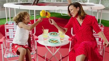 Target TV Spot, 'Sin contacto: Drive Up' canción de Carlos Vives [Spanish] - Thumbnail 7