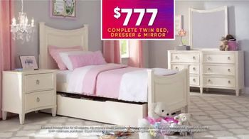 Rooms to Go Kids July 4th Hot Buys TV Spot, 'Beautiful Twin Bedroom Set: $777' - Thumbnail 3