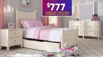 Rooms to Go Kids July 4th Hot Buys TV Spot, 'Beautiful Twin Bedroom Set: $777' - Thumbnail 4