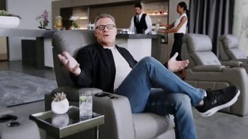 SKECHERS Arch Fit TV Spot, 'Support' Featuring Howie Long - Thumbnail 4