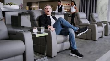 SKECHERS Arch Fit TV Spot, 'Support' Featuring Howie Long - Thumbnail 5