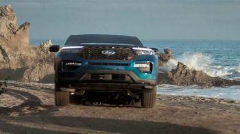 Ford Summer of Savings Sales Event TV Spot, 'Enjoy the Sun' [T2] - Thumbnail 4