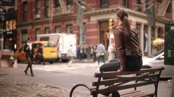 Maybelline New York Brow Extensions Crayon TV Spot, 'Cejas en una barra' [Spanish] - Thumbnail 4