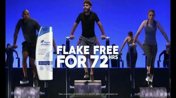 Head & Shoulders TV Spot, 'Stay Flake-Free for 72 hours and Invent a New Log Work-Out' - Thumbnail 9