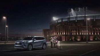 2020 Toyota Highlander TV Spot, 'Home Team' Featuring James Robinson [T2] - Thumbnail 7