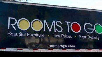 Rooms to Go Patio TV Spot, 'Go All Out' - Thumbnail 10