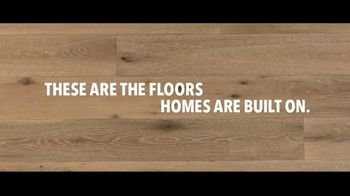 Lumber Liquidators TV Spot, 'He Gets It: Free Samples' Song by Electric Banana - Thumbnail 5