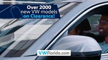 Volkswagen Model-Year Clearance TV Spot, 'Clearing Out' [T2] - Thumbnail 8