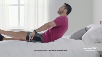 Mattress Firm TV Spot, 'Summer: King for Queen and Free Adjustable Base' - Thumbnail 6