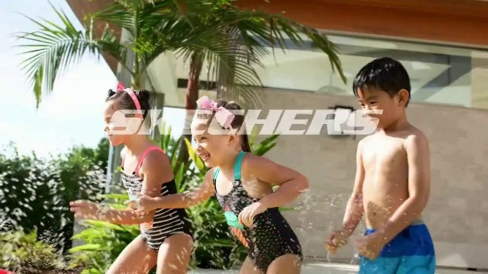 SKECHERS Cali Gear TV Commercial, 'Verano'