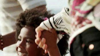 SKECHERS Cali Gear TV Spot, 'Verano' [Spanish] - Thumbnail 4