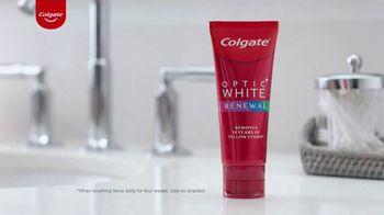 Colgate Optic White Renewal TV Spot, 'Jeggings Throwback'
