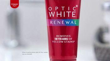 Colgate Optic White Renewal TV Spot, 'Jeggings Throwback' - Thumbnail 3