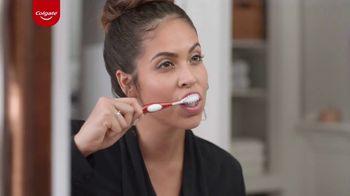 Colgate Optic White Renewal TV Spot, 'Jeggings Throwback' - Thumbnail 4