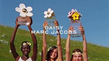 Marc Jacobs Daisy TV Spot, 'Field of Flowers' Featuring Kaia Gerber, Song by Suicide - Thumbnail 10
