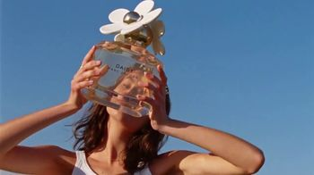 Marc Jacobs Daisy TV Spot, 'Field of Flowers' Featuring Kaia Gerber, Song by Suicide - Thumbnail 3