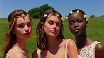 Marc Jacobs Daisy TV Spot, 'Field of Flowers' Featuring Kaia Gerber, Song by Suicide - Thumbnail 4