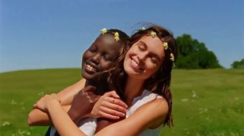 Marc Jacobs Daisy TV Spot, 'Field of Flowers' Featuring Kaia Gerber, Song by Suicide - Thumbnail 6