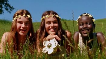 Marc Jacobs Daisy TV Spot, 'Field of Flowers' Featuring Kaia Gerber, Song by Suicide - 1035 commercial airings