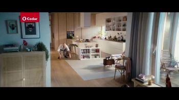 O-Cedar EasyWring Spin Mop TV Spot, 'Crocodile on the Floor' - Thumbnail 2