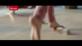 O-Cedar EasyWring Spin Mop TV Spot, 'Crocodile on the Floor' - Thumbnail 4