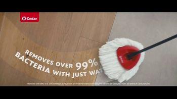 O-Cedar EasyWring Spin Mop TV Spot, 'Crocodile on the Floor' - Thumbnail 5