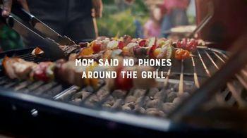 Kingsford TV Spot, 'No Phones Around the Grill' - Thumbnail 4