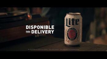 Miller Lite TV Spot, 'Un clásico' canción de Lee Fields & The Expressions [Spanish] - Thumbnail 6