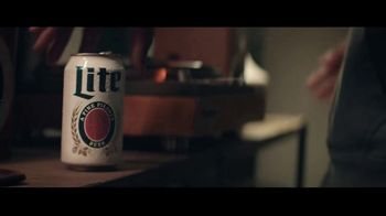 Miller Lite TV Spot, 'Un clásico' canción de Lee Fields & The Expressions [Spanish]