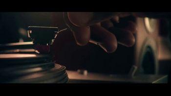 Miller Lite TV Spot, 'Un clásico' canción de Lee Fields & The Expressions [Spanish] - Thumbnail 4