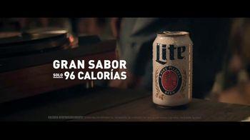 Miller Lite TV Spot, 'Un clásico' canción de Lee Fields & The Expressions [Spanish] - Thumbnail 5