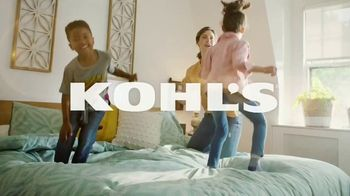 Kohl's Friends + Family Sale TV Spot, 'Shoes, Tees and Bed Sheets' - Thumbnail 1