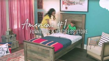 Ashley HomeStore Labor Day Preview Sale TV Spot, 'Mattress Deals: Up to $1,100' - Thumbnail 6