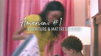 Ashley HomeStore Labor Day Preview Sale TV Spot, 'Mattress Deals: Up to $1,100' - Thumbnail 7