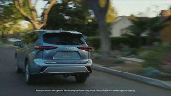 Toyota Highlander TV Spot, 'Top Hat' Ft. Cat Wilson, Dawn Richard, Nadine Ellis [T1] - Thumbnail 2