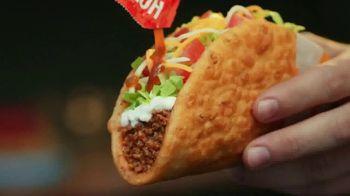 Taco Bell $5 Chalupa Cravings Box TV Spot, 'La isla de los tímidos' [Spanish] - Thumbnail 4