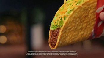 Taco Bell $5 Chalupa Cravings Box TV Spot, 'La isla de los tímidos' [Spanish] - Thumbnail 6