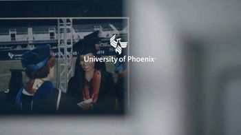 University of Phoenix TV Spot, 'Carmen' - Thumbnail 9