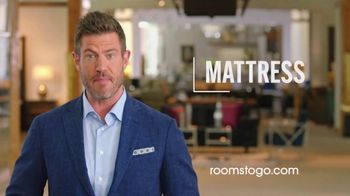 Rooms to Go Mattress Month TV Spot, 'Special Purchase Closeout' Featuring Jesse Palmer - Thumbnail 9