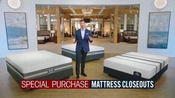 Rooms to Go Mattress Month TV Spot, 'Special Purchase Closeout' Featuring Jesse Palmer - Thumbnail 3