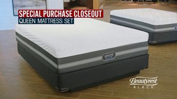 Rooms to Go Mattress Month TV Spot, 'Special Purchase Closeout' Featuring Jesse Palmer - Thumbnail 4